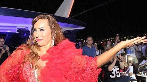 Turistlerden Asena Dansı
